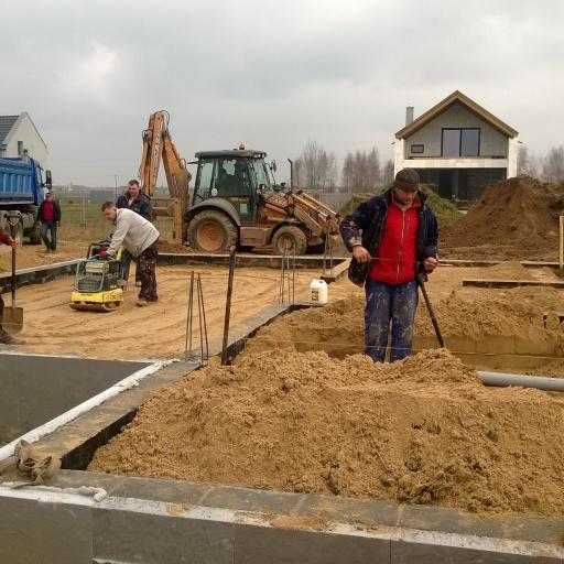 Dom Jednorodzinny Garby Ogród Fundamenty w Trakcie Budowy