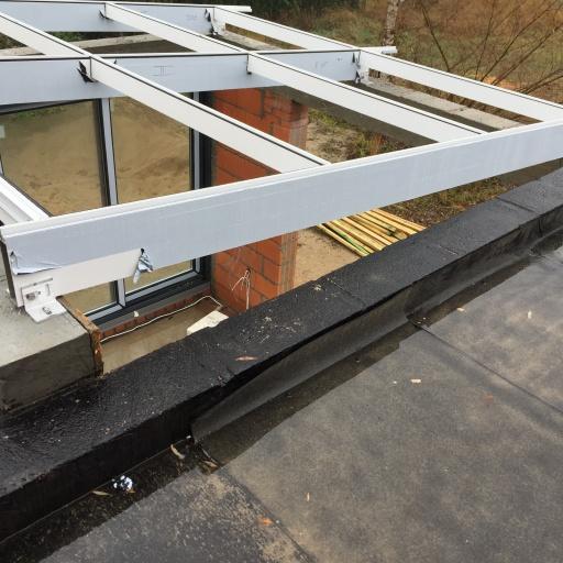 Dom Jednorodzinny Lusowo Budowa Dachu
