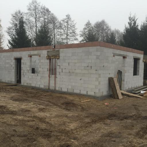 Dom Jednorodzinny Mościenica Budowa Widok na Tył Budynku